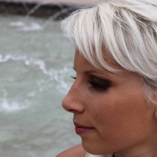 http://images.bmakeup.fr/bmakeup-images/1382889507460.jpg